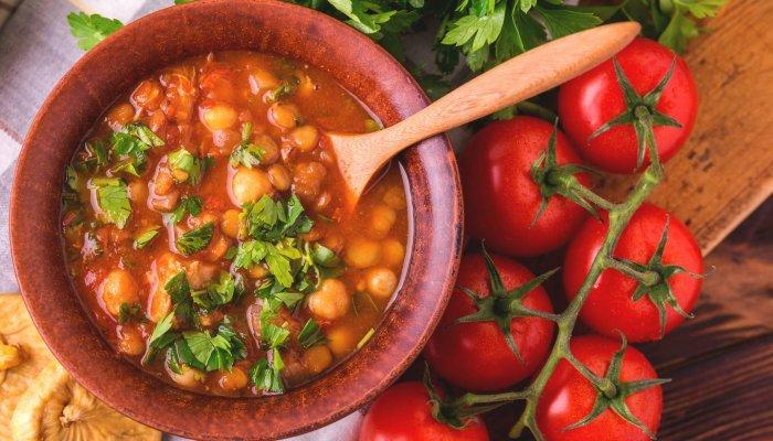 תבשיל חומוס פלפלים ועגבניות