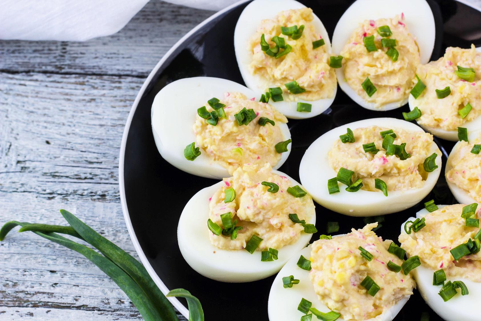 חצאי ביצים ממולאות בטונה
