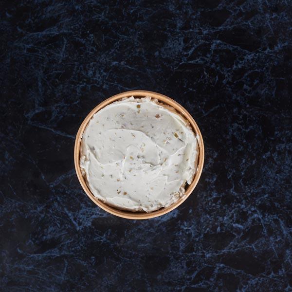 גבינת שמנת - זיתים, שום שמיר, כמהין, ירקות
